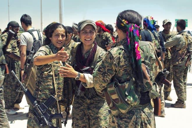 Mujeres combatientes de las YPJ (Unidad de Defensa de las Mujeres) en su lucha en la Guerra de Siria.