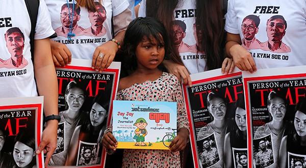 Conmemoran primer aniversario de la detención de dos periodistas de Reuters. Más de 100 activistas manifestaron contra su condena/Reuters