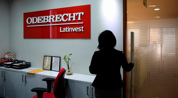 El logo de Odebrecht Latinvest se ve en su sede durante una entrevista en la cumbre Reuters Latin American Investment Summit en Lima, Perú, el 7 de agosto de 2017. REUTERS/Mariana Bazo