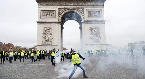 """Protestas de los """"chalecos amarillos"""" dejan al menos 129 detenidos en Francia/Reuters"""