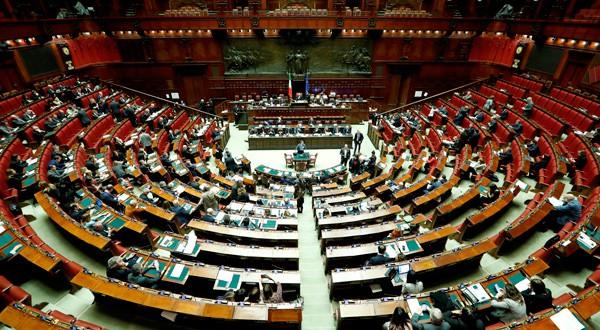 Vista general de la Cámara de Diputados del parlamento italiano antes de la votación final de la ley de presupuesto 2019 en Roma, Italia. 29 de diciembre, 2018. REUTERS/Remo Casilli