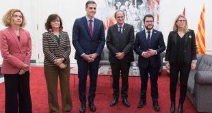 """En Palacio de Pedralbes los presidentes Pedro Sánchez y Quim Torra (en el centro) apuestan por el """"diálogo efectivo"""" ante el conflicto catalán/Cortesía"""