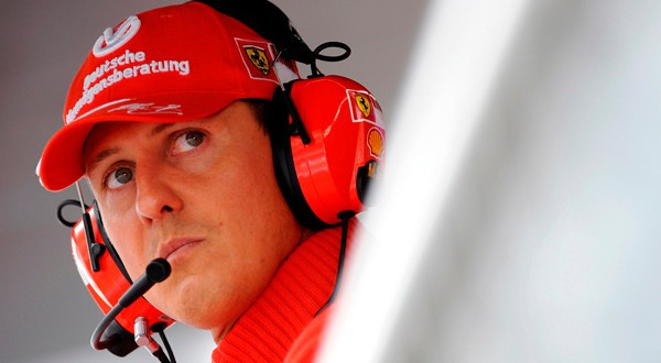 En la imagen de archivo, el que fuera piloto de Fórmula Uno, Michael Schumacher, en un premio en Italia, 13 de septiembre de 2008. REUTERS/Alessandro Bianchi