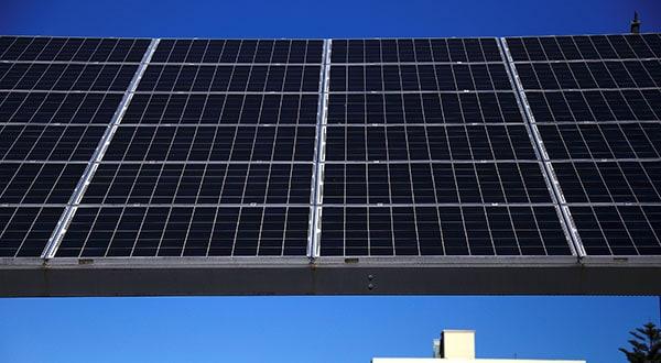 Solarpack anunció futuras inversiones tras su debut bursátil/REUTERS