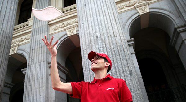 Anuncian oferta de compra de multinacional española Telepizza. La acción fue realizada por el grupo inversor KKR, de Estados Unidos/Reuters