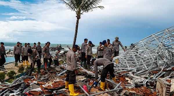 El tsunami de este sábado destruyó más de 700 edificios, desde pequeñas tiendas y casas hasta hoteles/Reuters