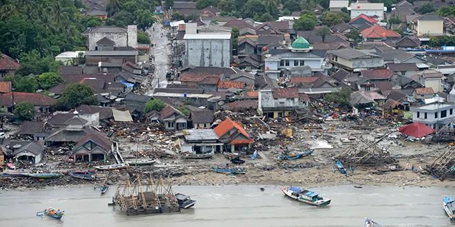 Equipos de rescate en Indonesia se despliegan mientras aumenta el número de fallecidos, que las autoridades sitúan al menos en 373/Reuters