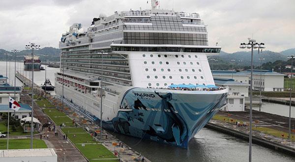 El Norwegian Bliss es el crucero más grandeque actualmente transita por el ampliadoCanaldePanamá