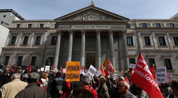 Muy probablemente el Gobierno de España anuncie este viernes la aprobación definitiva de la Ley/ REUTERS