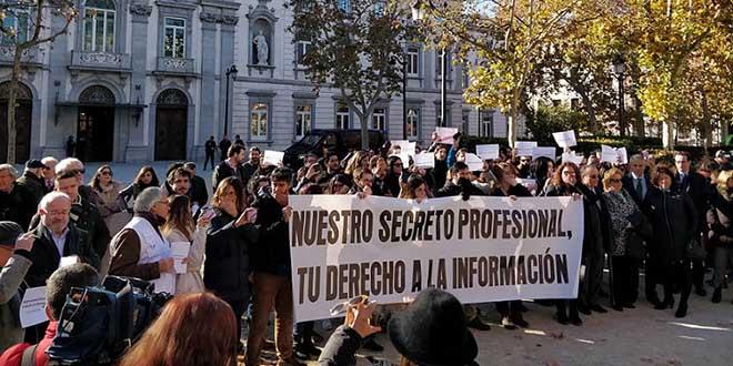 Concentración de protesta ante el Tribunal Supremo con motivo de las actuaciones judiciales practicadas contra informadores de Europa Press, Efe y «Diario de Mallorca» en Baleares. Foto: APM