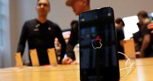 Imagen de archivo del iPhone Xs de Apple en exhibición en una tienda Apple Store en Manhattan, Nueva York