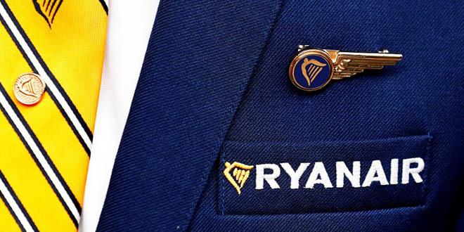 El logo de Ryanair en la chaqueta de un empleado en Bruselas. Foto: REUTERS/Francois Lenoir