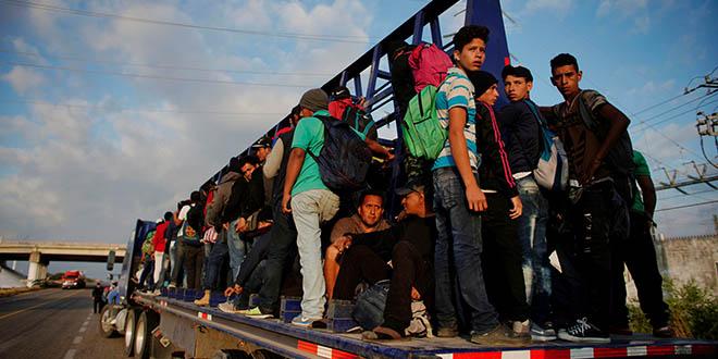 Arrecian trabas contra migrantes centroamericanos. Primero el muro fronterizo, luego la posibilidad de cerrarla y ahora eliminación de los fondos de ayuda para Honduras, Guatemala y El Salvador