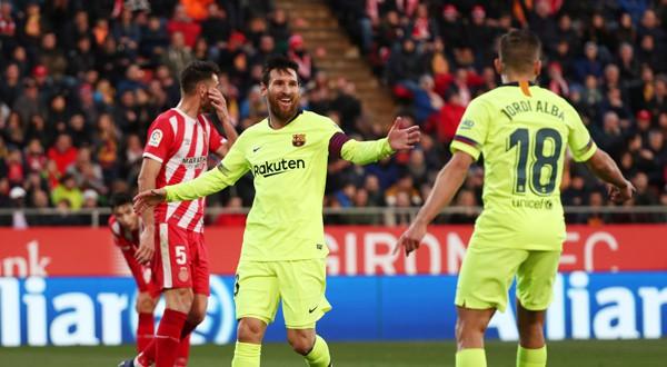 Lionel Messi y Jordi Alba celebran el segundo gol ante el Girona en Montilivi