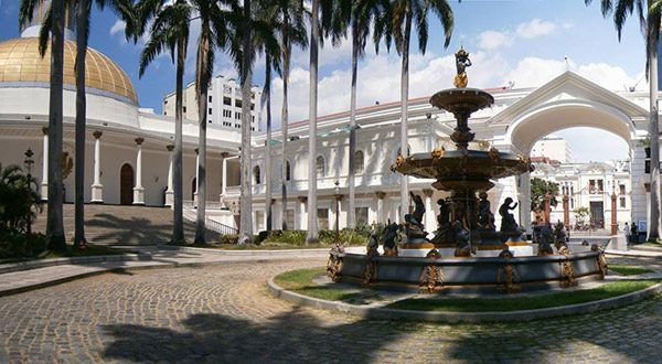 Parlamento venezolano declara usurpación del cargo de presidente de la República por parte de Nicolás Maduro