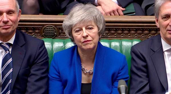 En la imagen tomada de un vídeo, la primera ministra británica, Theresa May, durante una sesión parlamentaria en Londres el 16 de enero de 2019. Reuters TV via REUTERS