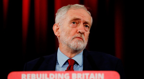 En la imagen, Jeremy Corbyn, líder del Partido Laborista durante un discurso después de lo que definió como moción de no confianza al gobierno de la primera ministra Theresa May, en Hastings, Reino Unido, el 17 de enero de 2019. REUTERS/Peter Nicholls