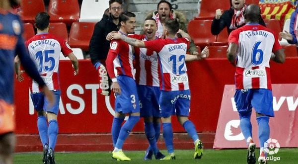 El Sporting celebra su victoria sobre el Valencia (La Liga)