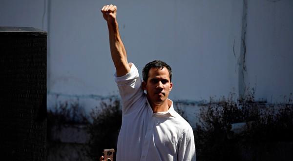 Juan Guaidó, presidente de la Asamblea Nacional de Venezuela y legislador de oposición, hace un gesto mientras llega a un encuentro en La Guaira, Venezuela, 13 de enero del 2019. REUTERS/Carlos Garcia Rawlins