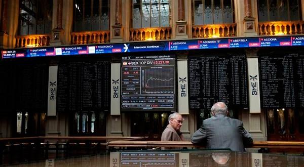 En la imagen, traders en la Bolsa de Madrid, el 6 de julio de 2015. REUTERS/Juan Medina