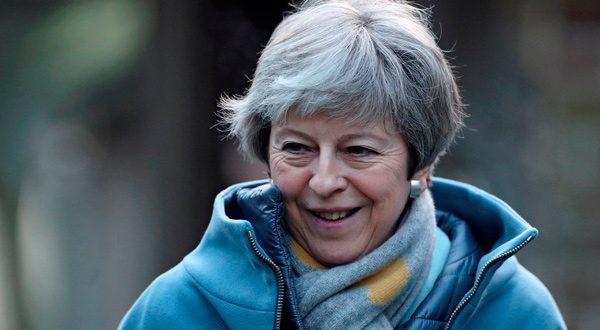 May busca romper el estancamiento mientras Corbyn exige descartar Brexit duro