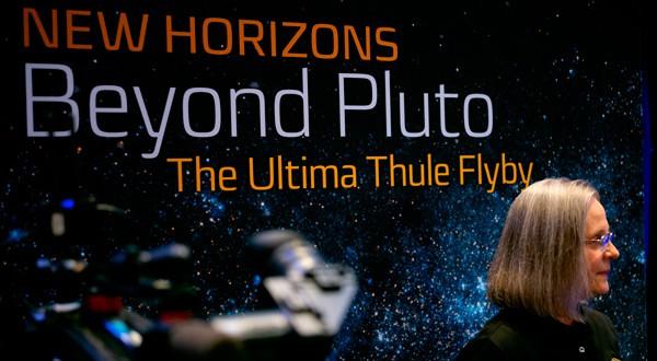 Alice Bowman, jefa de operaciones de New Horizons, en una conferencia de prensa sobre Ultima Thule, en Laurel, EEUU, 1 enero 2019. NASA/Joel Kowsky. Entregada vía REUTERS.