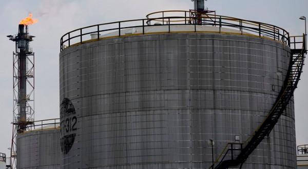 En la imagen de archivo, una instalación de la refinaería de Pertamina en Cilacap, Java central, Indonesia. REUTERS/Darren Whiteside
