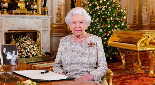 En la imagen de archivo, la reina de Inglaterra en Buckingham Palace, Londres, Reino Unido, 24 de diciembre de 2018. REUTERS/John Stillwell/