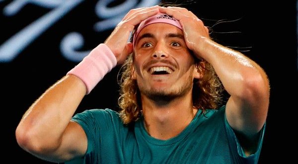 Un Tsitsipas en éxtasis luego de derrotar al multicampeón Roger Federer. REUTERS