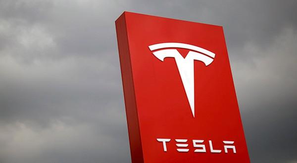En la imagen de archivo, el logo de Tesla en Taipei, Taiwán, REUTERS/Tyrone Siu/File Photo