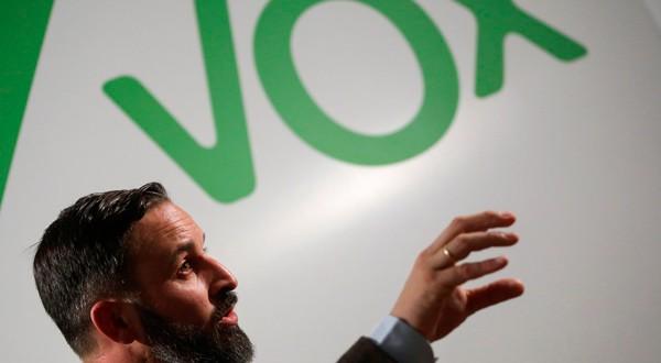 En la imagen de archivo, el líder del partido de extrema derecha VOX, Santiago Abascal, en una entrevista con Reuters en la sede del partido en Madrid, el 16 de octubre de 2018. REUTERS/Susana Vera