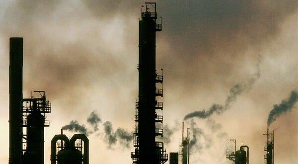 Las actividades de refinación de petróleo pesado venezolano genera gran cantidad de puestos de trabajo en la costa del Golfo de México.