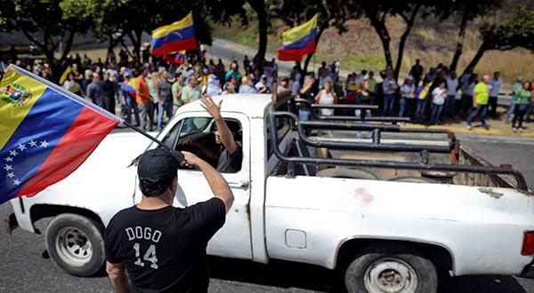 Opositores al gobierno venezolano de Nicolás Maduro protestan en las calles de Caracas