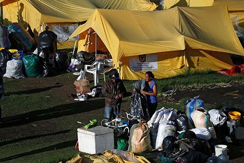 A muy tempranas horas de la mañana los refugiados venezolanos debieron empacar sus pertenencias / REUTERS