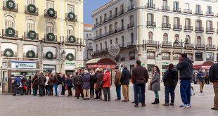 Cola para comprar billetes de lotería en la Puerta del Sol