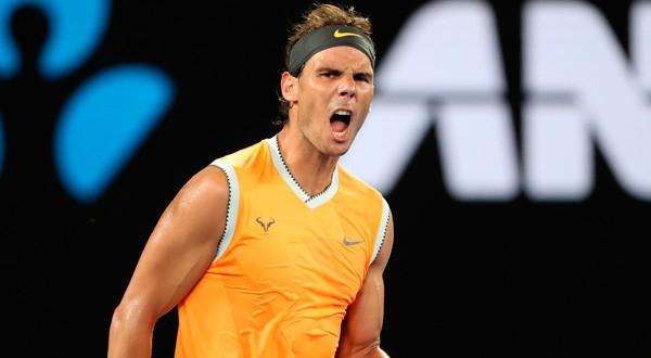 En la imagen, Rafael Nadal celebra la victoria tras el partido contra el griego Stefanos Tsitsipas en la semifinal del Abierto de Australia en Melbourne Park, Melbourne, Australia, el 24 de enero de 2019. REUTERS/Lucy Nicholson
