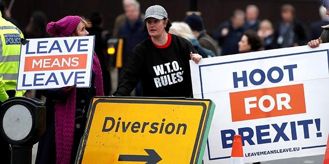 Grupos a favor del Brexit se manifiestan en las inmediaciones del Parlamento, antes de una votación sobre el acuerdo Brexit de la Primer Ministra Theresa May, en Londres