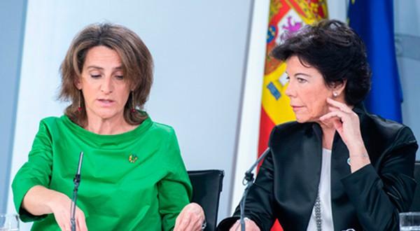 Teresa Ribera e Isabel Celaá en la rueda de prensa posterior al Consejo de Ministros. Cortesía: La Moncloa.