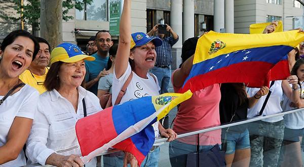Venezolanos en todo el mundo han expresado su rechazo a Nicolás Maduro y criticado el cierre de fronteras, la más reciente acción del régimen para impedir el ingreso de la ayuda humanitaria