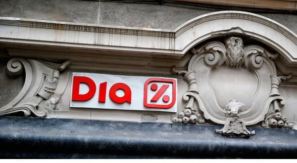 El logo de DIA en un supermercado en el centro de Madrid.