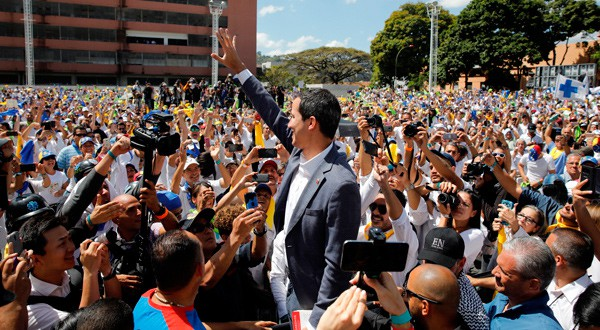 Llegada de Juan Guaidó al lanzamiento de 'Voluntarios por Venezuela'.