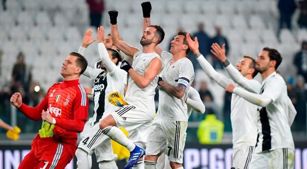 Jugadores de la Juventus de Turín celebran el triunfo en un partido de Serie A frente al Frosinone.