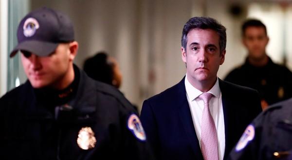 El exabogado personal de Trump, Michael Cohen, tras una declaración en una comisión del Senado en Washington.