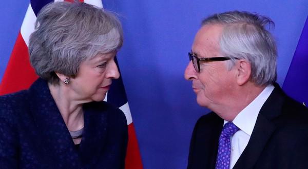 La primera ministra británica Theresa May junto al presidente de la Comisión Europea, Jean-Claude Juncker, en Bruselas, Bélgica. 7 de febrero de 2019