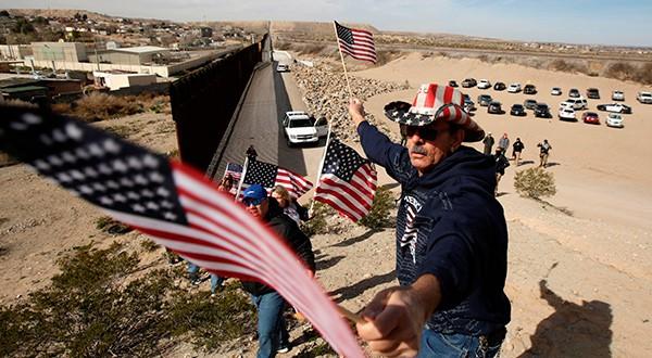 Declaración de emergencia nacional en EEUU pone a prueba separación de poderes, mientras Trump presiona por recursos para el muro en frontera con México