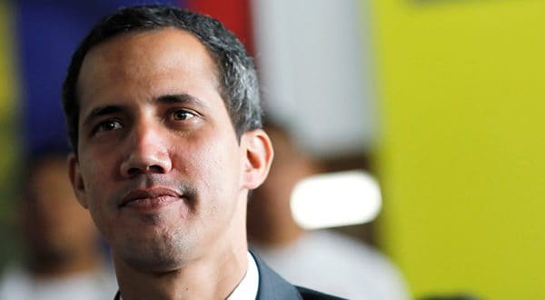 Gobierno ordena cierre de la frontera con Brasil y arremete contra caravana de Guaidó