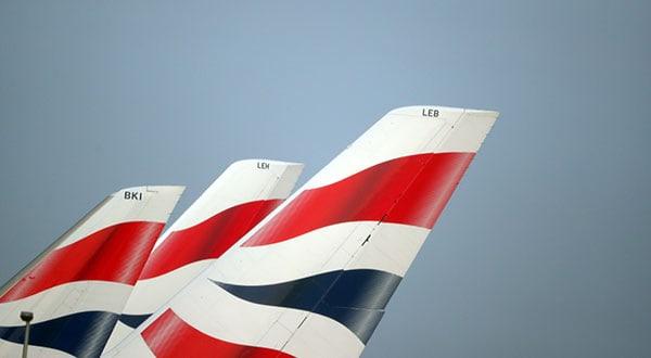 Logotipos de British Airways en el aeropuerto de Heathrow, Londres.