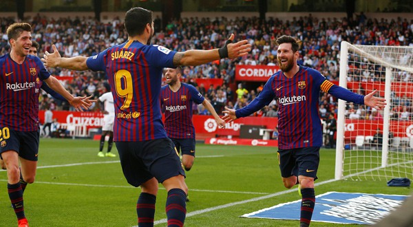 Lionel Messi celebra su tercer tanto ante el Sevilla. 23 de febrero de 2019.