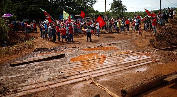 El Movimiento de Trabajadores Sin Tierra protestó en Brumadinho contra las actividades mineras de la empresa Vale.