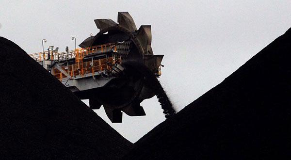 Depósito de carbón en las reservas del puerto de Newcastle, Australia.